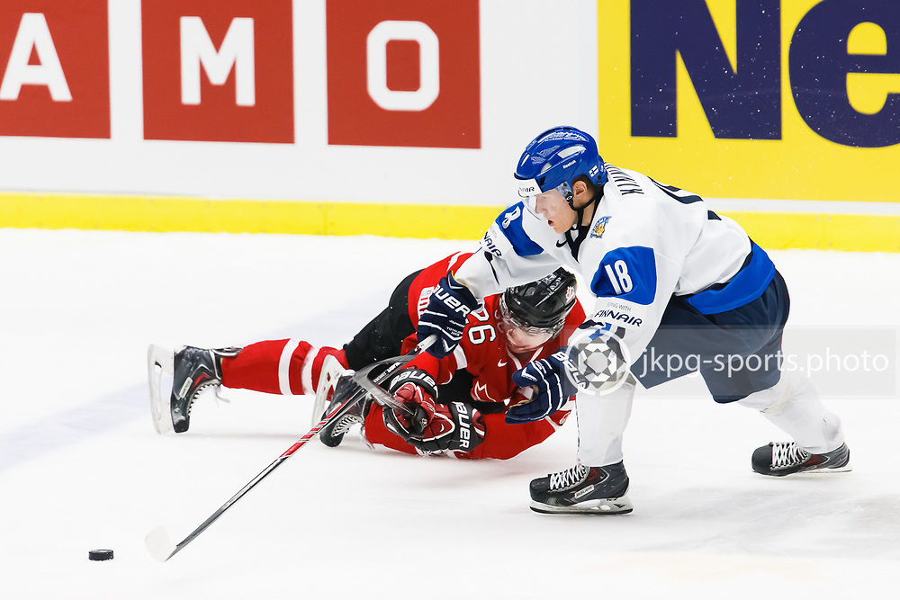 140104 Ishockey, JVM, Semifinal,  Kanada - Finland<br /> Icehockey, Junior World Cup, SF, Canada - Finland.<br /> Curtis Lazar, (CAN), Saku Kinnunen, (FIN).<br /> Endast f&ouml;r redaktionellt bruk.<br /> Editorial use only.<br /> &copy; Daniel Malmberg/Jkpg sports photo