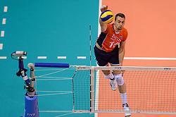 20150620 NED: World League Nederland - Portugal, Groningen<br /> De Nederlandse volleyballers hebben in de World League het vierde duel met Portugal verloren. Na twee uitzeges en de 3-0 winst van vrijdag boog de ploeg van bondscoach Gido Vermeulen zaterdag in Groningen met 3-2 voor de Portugezen: (25-15, 21-25, 23-25, 25-21, 11-15) / Dick Kooy #11