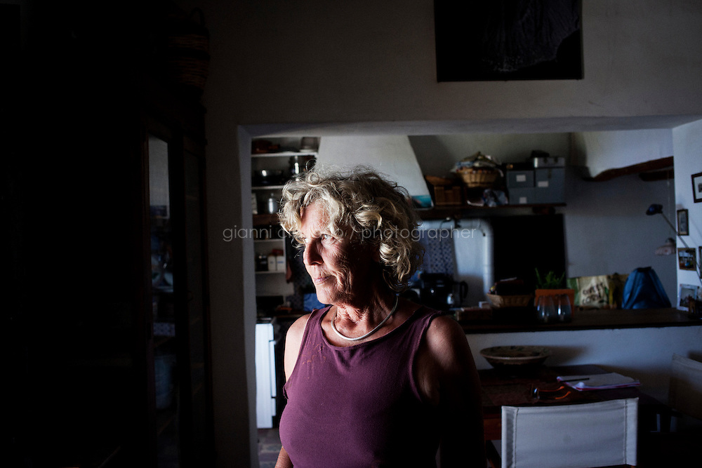 GINOSTRA (ME), ITALIA - 14 GIUGNO 2013: Karola Hoffmann, una cittadina tedesca che vive a Ginostra da pi&ugrave; di 30 anni, &egrave; qui nella sua abitazione a Ginostra, sull'isola di Stromboli il 14 giugno 2013.<br /> <br /> Karol Hoffman, che vive da 30 anni insieme ad altri connazionali a Ginostra, considerato che il governo nazionale non ha mai provveduto a risolvere il problema di una centrale fotovoltaica malfunzionante, ha lanciato un appello alla Cancelliera Angela Merkel.