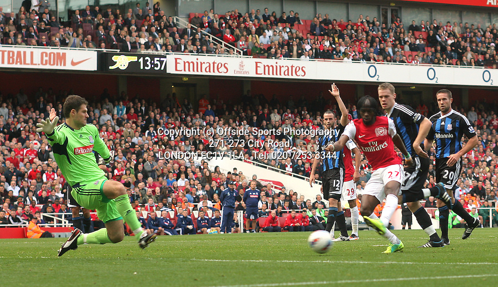 23/10/2011 Premier League Football. Arsenal v Stoke City.<br /> Gervinho scores the first goal for Arsenal.<br /> Photo: Mark Leech.