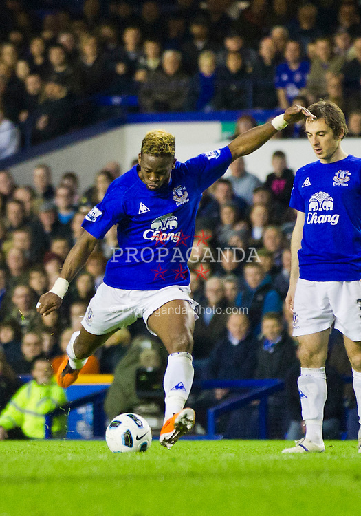 LIVERPOOL, ENGLAND - Saturday, March 19, 2011: Everton's Louis Saha fires home the second goal against Fulham during the Premiership match at Goodison Park (Photo by Vegard Grott/Propaganda).