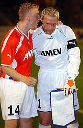 18-10-2001 VOETBAL: UEFA CUP FC UTRECHT - PARMA: UTRECHT<br /> Utrecht verliest met 3-1 van Parma / Dirk Kuyt en Harald Wapenaar<br /> ©2001-WWW.FOTOHOOGENDOORN.NL
