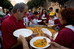 Logron?o (Spain) 20/09/2007 - 51° Fiesta de la Vendimia Riojana 2007 - Degustacion de Paella (Peña La Rioja) - Calle San Matias