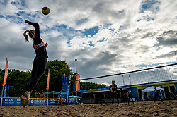 Hester Jasper, Marrit Jasper, Marly Bak and Bjorna Gras in action. From July 1, competition in the Netherlands may be played again for the first time since the start of the corona pandemic. Nevobo and Sportworx, the organizer of the DELA Eredivisie Beach volleyball, are taking this opportunity with both hands. At sunrise, Wednesday exactly at 5.24 a.m., the first whistle will sound for the DELA Eredivisie opening tournament in Zaandam on 1 July 2020 in Zaandam.
