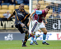Fotball<br /> England 2005/2006<br /> Foto: SBI/Digitalsport<br /> NORWAY ONLY<br /> <br /> Wolverhampton Wanderers v Aston Villa<br /> Pre Season Friendly.<br /> 30/07/2005.<br /> <br /> Wolves' Carl Cort (L) is well marshalled by Villa's Gareth Barry