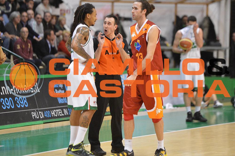 DESCRIZIONE : Siena Lega A 2012-13 Montepaschi Siena Acea Roma<br /> GIOCATORE : arbitro <br /> CATEGORIA : fair play<br /> SQUADRA : <br /> EVENTO : Campionato Lega A 2012-2013 <br /> GARA : Montepaschi Siena Acea Roma<br /> DATA : 11/03/2013<br /> SPORT : Pallacanestro <br /> AUTORE : Agenzia Ciamillo-Castoria/GiulioCiamillo<br /> Galleria : Lega Basket A 2012-2013  <br /> Fotonotizia : Siena Lega A 2012-13 Montepaschi Siena Acea Roma<br /> Predefinita :