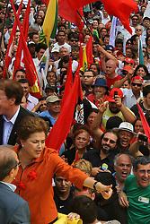 A candidata à presidência do Brasil pelo Partido dos Trabalhadores (PT), Dilma Rousseff, durante um comício em Porto Alegre, em 21 de outubro de 2010. Dilma Rousseff e José Serra, seu rival do Partido Social Democrata (PSDB) se enfrentarão em 31 de outubro no segundo turno da eleição. FOTO: Jefferson Bernardes/Preview.com