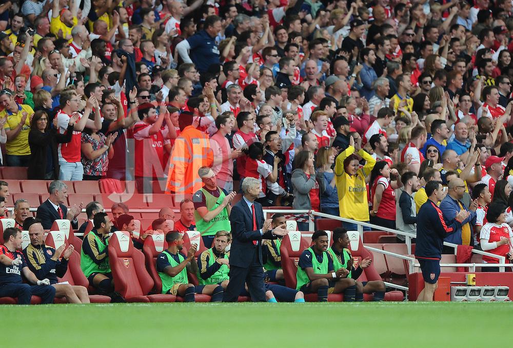 Arsenal Manager, Arsene Wenger and the Arsenal Bench applaud a goal  - Mandatory by-line: Joe Meredith/JMP - 25/07/2015 - SPORT - FOOTBALL - London,England - Emirates Stadium - Arsenal v Lyon - Emirates Cup