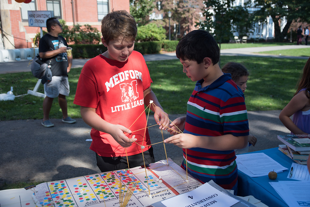 9/24/17 – Medford/Somerville, MA – Two boys build some shit during Tufts Community Day on September 24. (Seohyun Shim / The Tufts Daily)