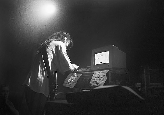 Nederland, Nijmegen, 15-10-1989Live optreden van de Schotse band The Shamen in O42, die al vroeg met computers werkte en als een van de voorlopers gezien worden van de Dance.Foto: Flip Franssen/Hollandse Hoogte
