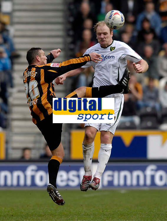 Photo: Jed Wee/Sportsbeat Images.<br /> Hull City v Norwich City. Coca Cola Championship. 06/04/2007.<br /> <br /> Norwich's Gary Doherty (R) bravely challenges Hull's Dean Windass for the ball.