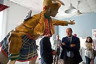 Roma, 25 Settmbre 2012.Il presidente della Provincia di Roma Nicola Zingaretti visita la Fondazione Pastificio Cerere al quartiere San Lorenzo..Nicola Zingaretti nel laboratorio di Maurizio Savini