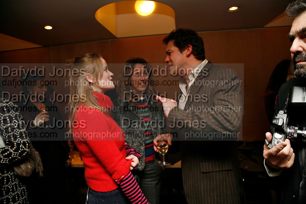 CHARITY CREWE AND DOMINIC WEST,. After-drinks JOSEPHINE HART Poetry Hour. British Library. Euston Rd. London. 22 March 2006. ONE TIME USE ONLY - DO NOT ARCHIVE  © Copyright Photograph by Dafydd Jones 66 Stockwell Park Rd. London SW9 0DA Tel 020 7733 0108 www.dafjones.com