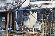 Mannheim. 23.02.17   BILD- ID 040  <br /> Schönau. Brand im Mehrfamilienhaus. Bei dem Brand in einem Vierfamilienhaus am Donnerstagnachmittag auf der Schönau ist ein geschätzter Schaden von rund 300 000 Euro entstanden. Das Feuer war im ersten Obergeschoss ausgebrochen und hatte auf das Dachgeschoss übergegriffen, teilte die Polizei mit. Die Bewohner konnten das Haus im Ludwig-Neischwander-Weg rechtzeitig verlassen. Verletzt wurde bei dem Brand niemand. Die Feuerwehr brachte den Brand unter Kontrolle. Die Brandursache ist noch nicht bekannt.<br /> Bild: Markus Prosswitz 23FEB17 / masterpress (Bild ist honorarpflichtig - No Model Release!)