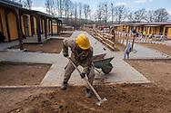 Amatrice, 13/04/2017: l'esercito a lavoro nel cantiere di costruzione delle case provvisorie per gli sfollati del terremoto.<br /> &copy; Andrea Sabbadini