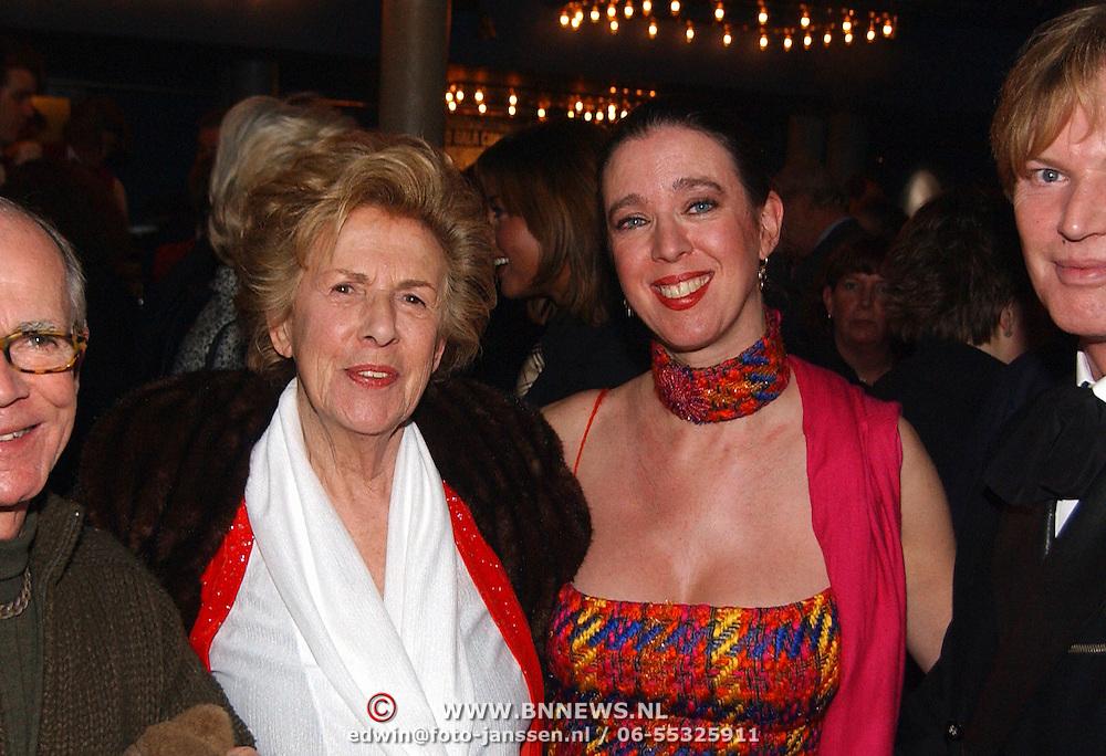 Premiere Wereldkerstcircus 2002, Jetty Pearl, dochter en Henk van Ulsen