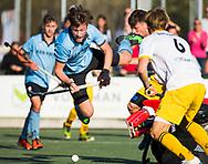 WASSENAAR - Weigert Schut (HGC) stuit op keeper Maurits Visser (Den Bosch) tijdens de hoofdklasse hockeywedstrijd HGC-Den Bosch (3-2). COPYRIGHT KOEN SUYK