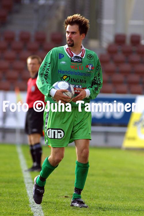 16.05.2002, Finnair Stadium, Helsinki, Finland..Veikkausliiga 2002 / Finnish League 2002..FC HJK Helsinki v FC H?meenlinna.. Anssi Vir?n - FC Hml.©Juha Tamminen