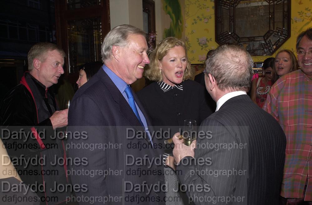 Terence Conran, Victoria Davis and Joseph Ettendui. Shanghai Tang opening. Sloane St. 11 April 2001. © Copyright Photograph by Dafydd Jones 66 Stockwell Park Rd. London SW9 0DA Tel 020 7733 0108 www.dafjones.com