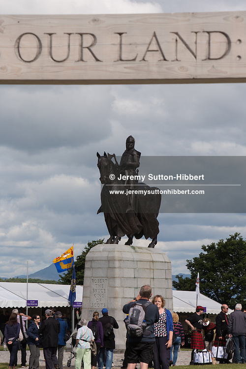 Statue of Robert The Bruce at Bannockburn Live festivities, commemorating the 700 year anniversary of the Battle Of Bannockburn in which King Robert the Bruce and the Scots army defeated the English army under King Edward II, Bannockburn near Stirling, Scotland, Sunday 29th June 2014.