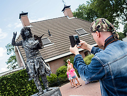 August 13, 2017 - Rolde, The Netherlands - August 13th, Rolde. The Living statues Festival was celebrated in the Dutch of Rolde, The Netherlands. The Festival counted with around 25 participants, between professionals and amateurs. The finalist can attend the World Championship of Living Statues in Arnhem, that is going to take place on October 1, 2017. (Credit Image: © Romy Arroyo Fernandez/NurPhoto via ZUMA Press)