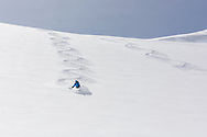 Ein Alpinist bei der Abfahrt in der Flanke des Louwihorns, Wallis, Schweiz<br /> <br /> A descending alpinist in the run from the Louwihorn, Wallis, Schweiz