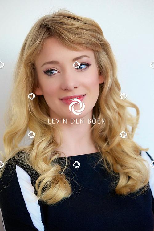 AMSTERDAM - In het DeLaMar theater hield de Avro de perspresentatie van Ramses de tv serie. Met hier op de foto  Noortje Herlaar, speelt de rol van Liesbeth List in de tv serie. FOTO LEVIN DEN BOER - PERSFOTO.NU