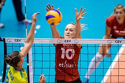 24-08-2017 NED: World Qualifications Belgium - Slovenia, Rotterdam<br /> Lise Van Hecke #10 of Belgium, Iza Mlakar #9 of Slovenia<br /> Photo by Ronald Hoogendoorn / Sportida