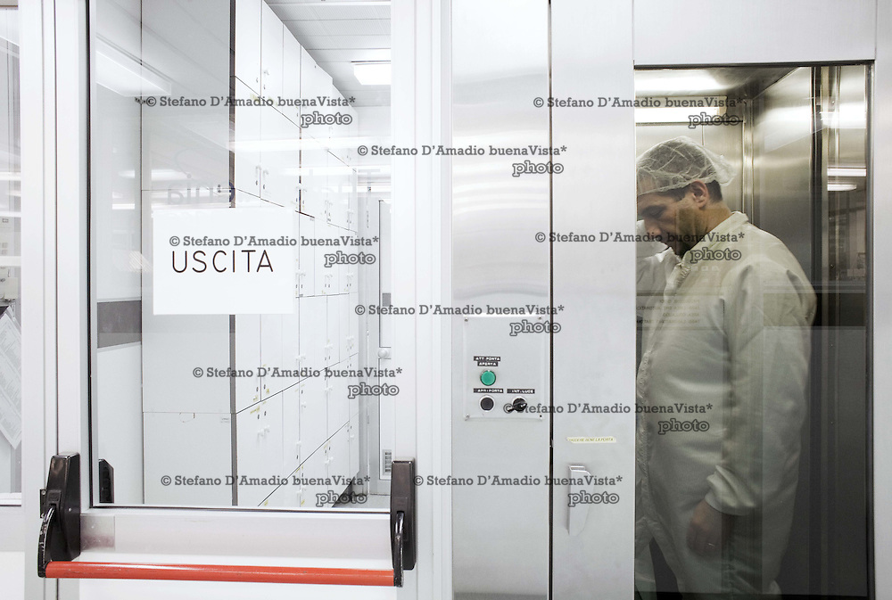 Doccia d'ingresso nella camera pulita<br />