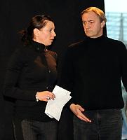 Fotball<br /> Tyskland<br /> Foto: Witters/Digitalsport<br /> NORWAY ONLY<br /> <br /> 11.11.2009<br /> <br /> v.l. Teresa Enke (Witwe von Robert Enke), Valentin Markser (Arzt von Robert Enke)<br /> Fussball Hannover 96, Pressekonferenz zum Tod von Robert Enke