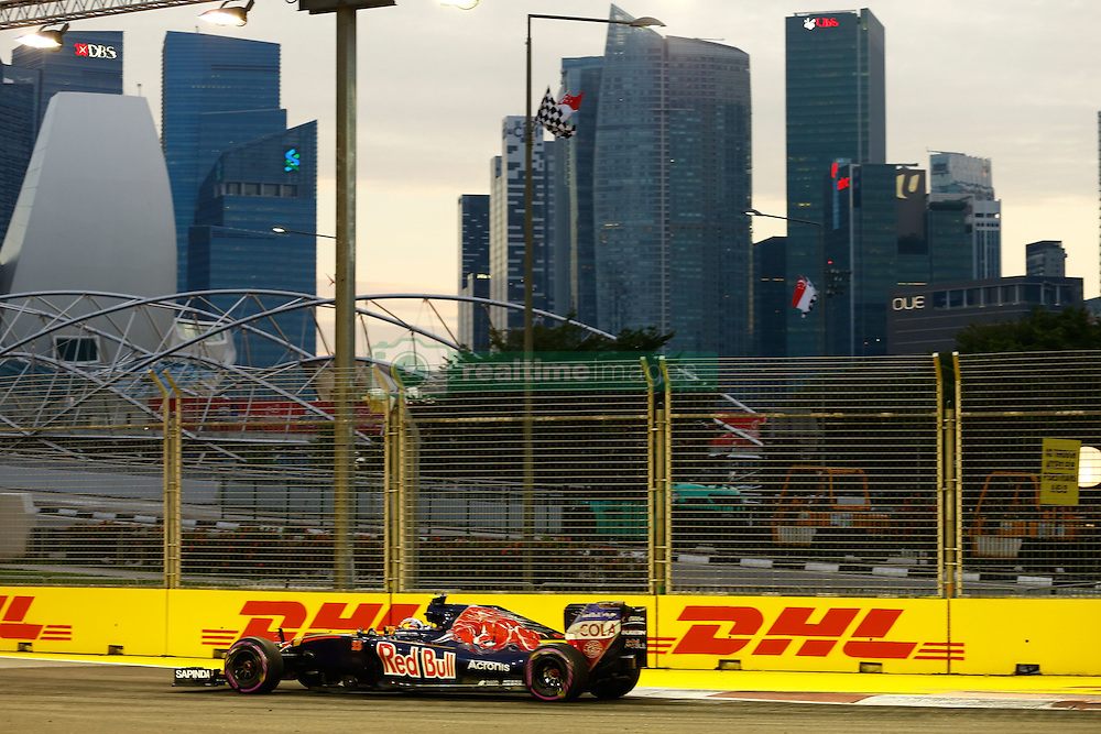 September 16, 2016 - Singapur, Singapur - Motorsports: FIA Formula One World Championship 2016, Grand Prix of Singapore, .#55 Carlos Sainz Junior (ESP, Scuderia Toro Rosso) (Credit Image: © Hoch Zwei via ZUMA Wire)