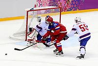 Ishockey<br /> OL 2014 Sochi<br /> Norge v Russland<br /> 18.02.2014<br /> Foto: Gepa/Digitalsport<br /> NORWAY ONLY<br /> <br /> Olympische Winterspiele Sotschi 2014, Laenderspiel der Herren, Qualifikation, Play Off, Russland vs Norwegen. Bild zeigt Lars Haugen (NOR), Alexander Popov (RUS) und Ole Kristian Tollefsen (NOR).