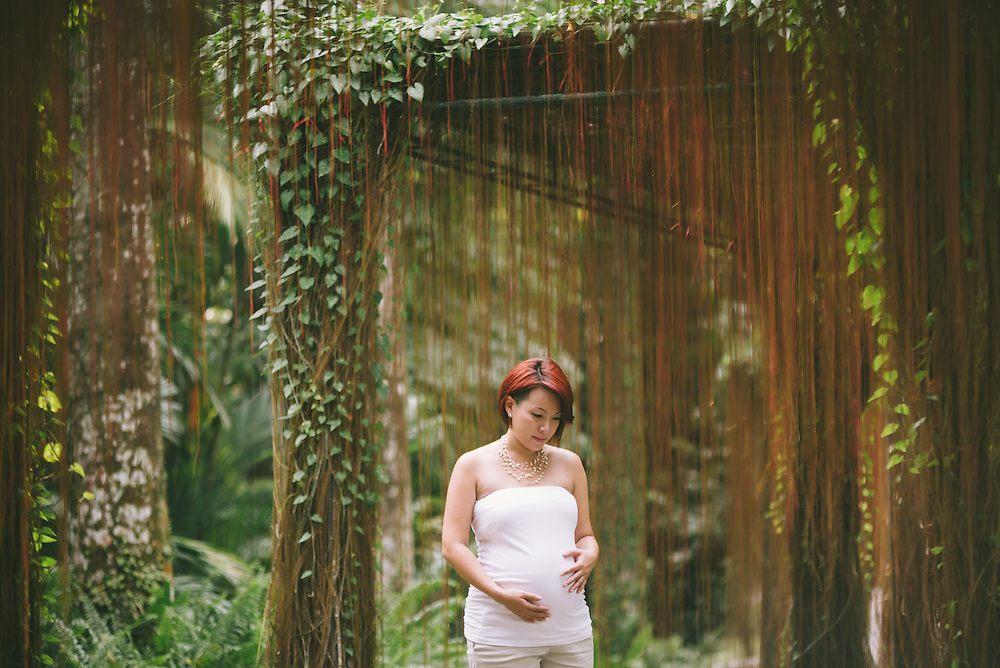 Vicky's maternity shoot at Botanic gardens.