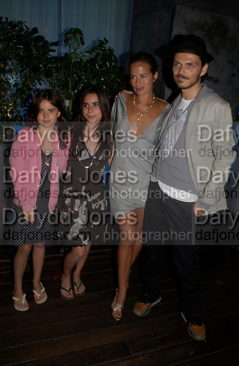 Matthew Williamson, Jade Jagger with her daughters: Amber and Assisi. An evening in aid of cancer charity Clic Sargent held at the Sanderson Hotel, Berners Street, London on 4th July 2005ONE TIME USE ONLY - DO NOT ARCHIVE  © Copyright Photograph by Dafydd Jones 66 Stockwell Park Rd. London SW9 0DA Tel 020 7733 0108 www.dafjones.com