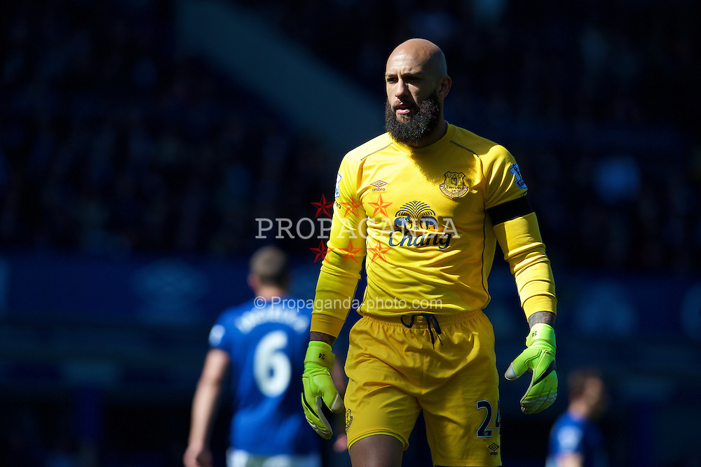 LIVERPOOL, ENGLAND - Sunday, April 26, 2015: Everton's goalkeeper Tim Howard in action against Manchester United during the Premier League match at Goodison Park. (Pic by David Rawcliffe/Propaganda)