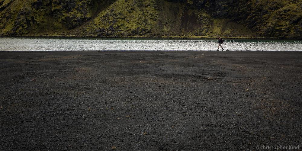 Andri Snær á göngu við Langasjó. Hiker by lake Langisjor.