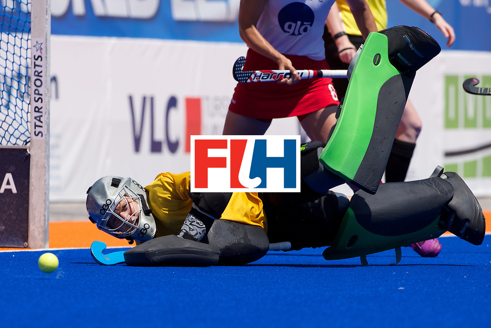 RIO 2016 Olympic qualification, Hockey, Women, match for 5th place, Spain vs United States of America :  Alesha Widdal stops a PC