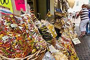 Nudeln, Souvenirshop, Altstadt, Riva del Garda, Gardasee, Trentino, Italien | pasta, souvenir shop, old town, Riva del Garda, Lake Garda, Trentino, Italy