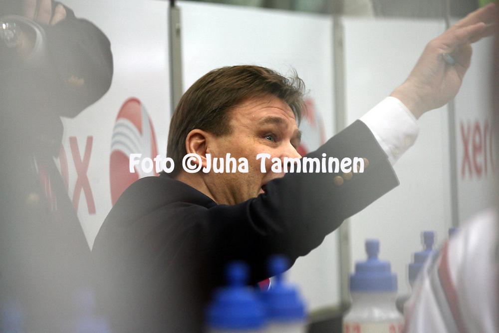 29.1.2013, Ritari Areena, Hämeenlinna..Jääkiekon SM-liiga 2012-13. Hämeenlinnan Pallokerho - HIFK..Valmentaja Raimo Summanen - HIFK