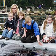 NLD/Harderwijk/20100320 - Opening nieuwe Dolfinarium seizoen met nieuwe show, Tanja Jess met haar kinderen Bobby en Billy