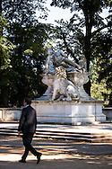 Europa, Deutschland, Duesseldorf, Kriegerdenkmal von Karl Hilgers im Hofgarten auf der Landskrone.<br /> <br /> Europe, Germany, Duesseldorf, warrior monument by Karl Hilgers in the park Hofgarten.