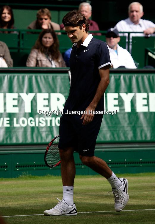 Gerry Weber Open 2008, Halle (Westf.), Tennis, ATP Turnier, Roger Federer (SUI),Freundin Mirka im Hintergrund schaut zu...Foto: Juergen Hasenkopf..