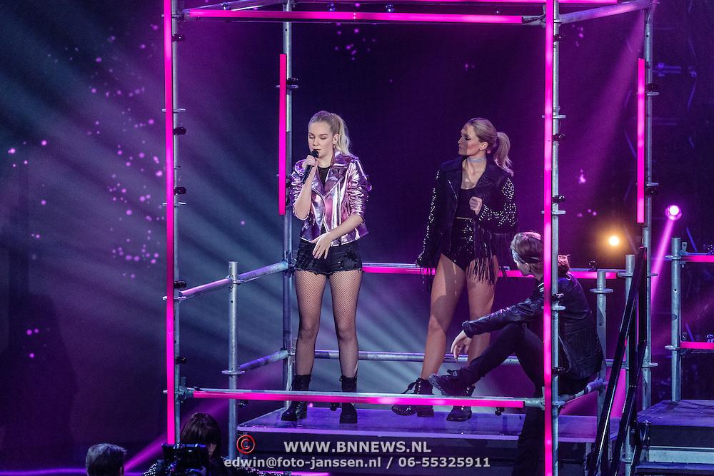 NLD/Hilversum/20170120 - 2de liveshow The Voice of Holland 2017, Romy Wevers