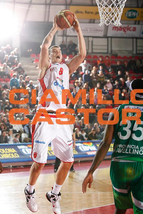 DESCRIZIONE : Varese Campionato Lega A 2011-12 Cimberio Varese Sidigas Avellino<br /> GIOCATORE : Janar Talts<br /> CATEGORIA : Tiro<br /> SQUADRA : Cimberio Varese<br /> EVENTO : Campionato Lega A 2011-2012<br /> GARA : Cimberio Varese Sidigas Avellino<br /> DATA : 11/01/2012<br /> SPORT : Pallacanestro<br /> AUTORE : Agenzia Ciamillo-Castoria/G.Cottini<br /> Galleria : Lega Basket A 2011-2012<br /> Fotonotizia : Varese Campionato Lega A 2011-12 Cimberio Varese Sidigas Avellino<br /> Predefinita :