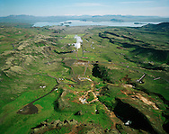 Nesjavallavirkjun séð til norðurs: Þingvallavatn, Grafningshreppur..Nesjavellir geothermal power plant, viewing north towards lake Thingvallavatn, Grafningshreppur.