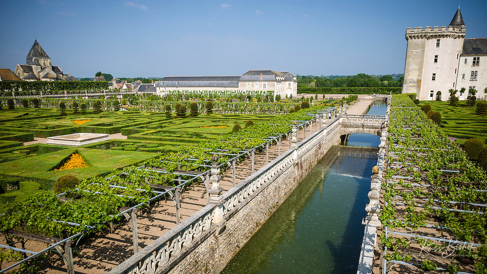 Aqueduct and gardens, Chateau de Villandry, Villandry, Loire Valley, France