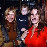 CD uitreiking Gordon & Replay, Estelle Cruyff, zoontje Joelle en Kelly van der Veer