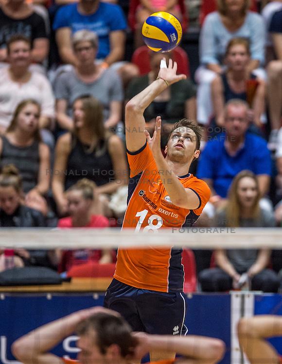 04-06-2016 NED: Nederland - Duitsland, Doetinchem<br /> Nederland speelt de tweede oefenwedstrijd in Doetinchem en verslaat Duitsland opnieuw met 3-1 / Robbert Andringa #18