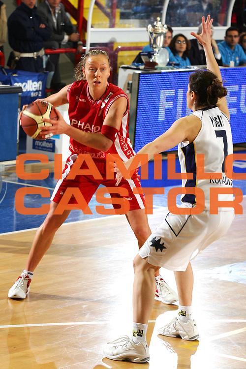 DESCRIZIONE : NAPOLI FIBA EUROPE CUP WOMEN-FIBA COPPA EUROPA DONNE 2004-2005 <br /> GIOCATORE : ZARA <br /> SQUADRA : PHARD NAPOLI <br /> EVENTO : FIBA EUROPE CUP WOMEN-FIBA COPPA EUROPA DONNE 2004-2005 <br /> GARA : FENERBAHCE SK ISTANBUL-PHARD NAPOLI <br /> DATA : 03/04/2005 <br /> CATEGORIA : <br /> SPORT : Pallacanestro <br /> AUTORE : Agenzia Ciamillo-Castoria/A.Delise