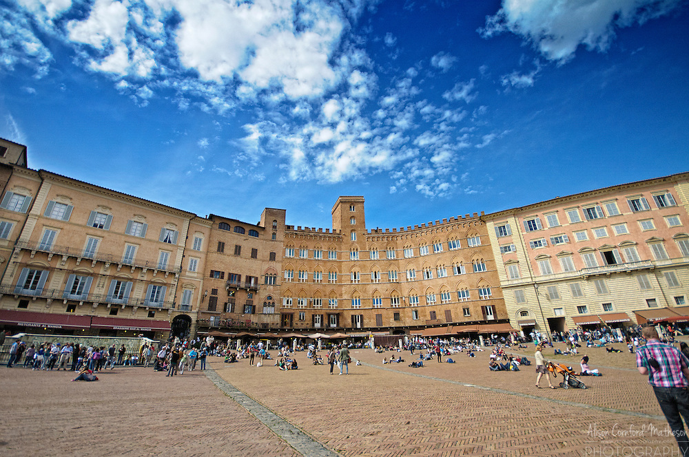 The historic city of Siena, in Tuscany, Italy For more information, please visit http://cheeseweb.eu/2013/10/wine-food-castle-tour-monteriggioni-siena-tuscany-italy/
